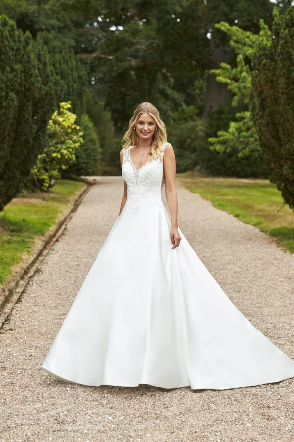 Donna stunning bridal gown by romantica